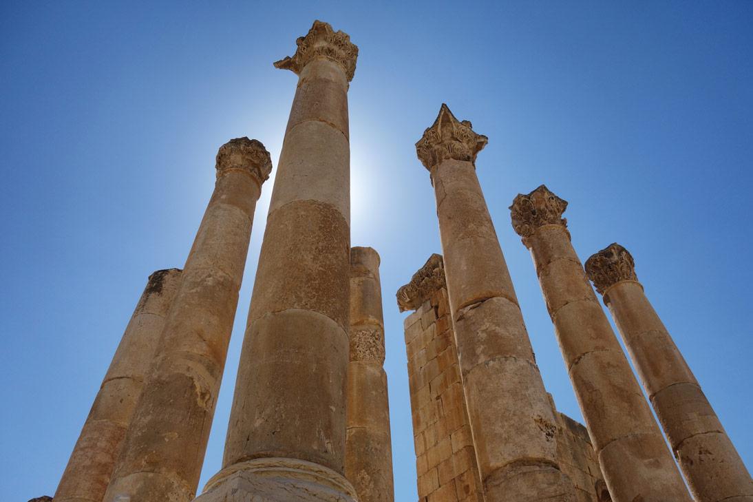 Jerash Temple Artemis Colonnes