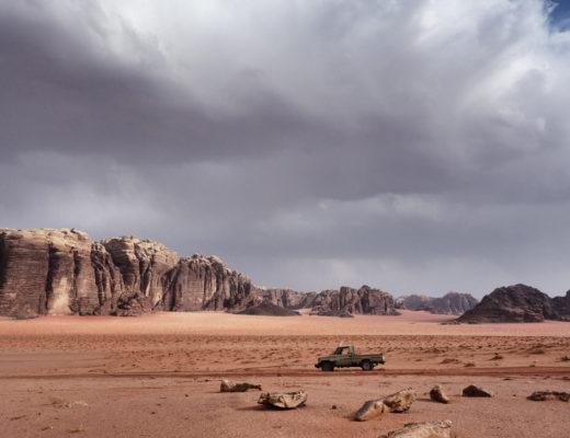 4x4 dans le désert Wadi Rum orage
