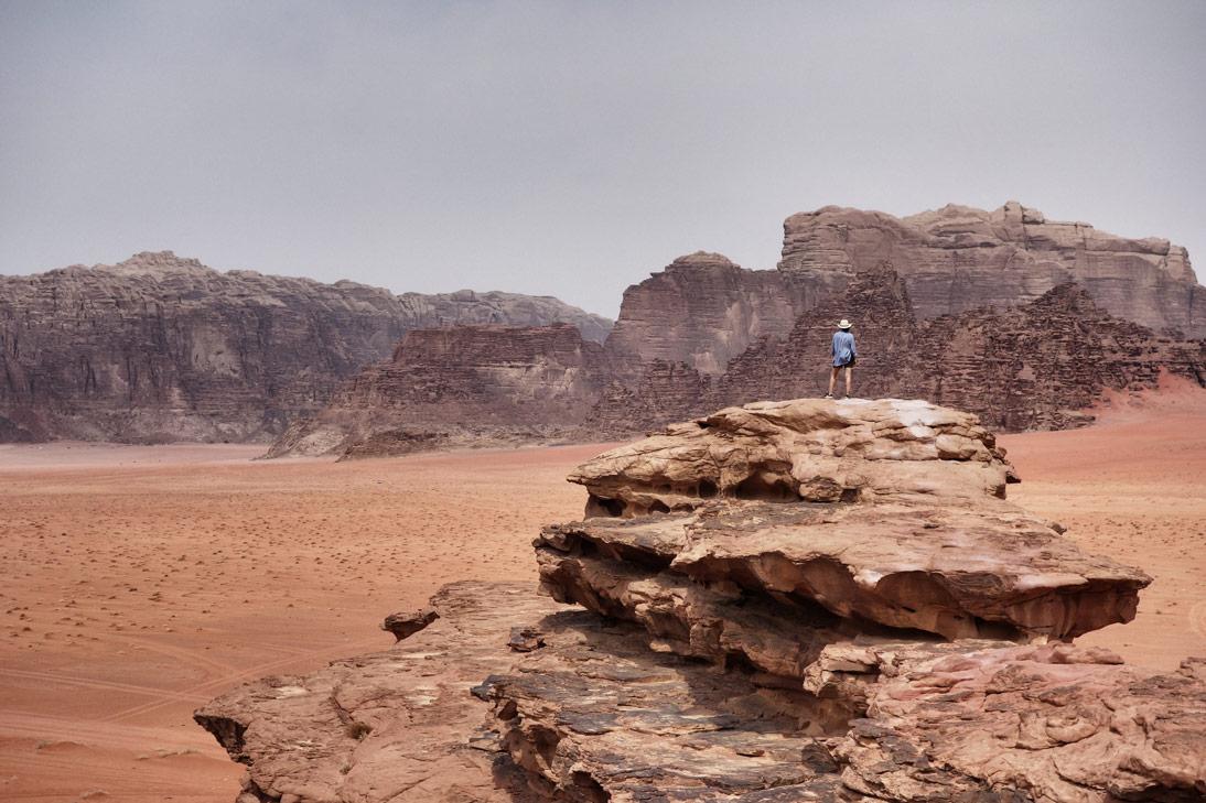 Magnifique vue Wadi Rum depuis rocher